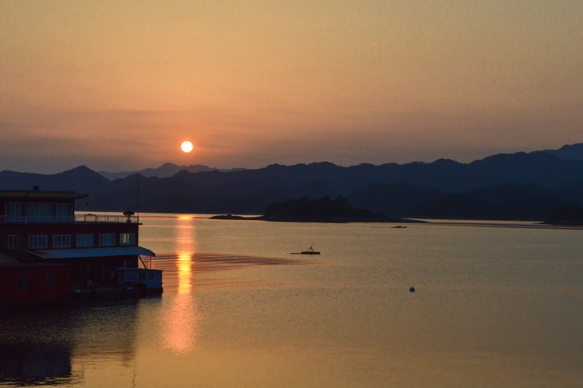 踏青遊千島湖設計師民宿,包棟住陽光大套房,泳池草坪、魚頭宴已備好!