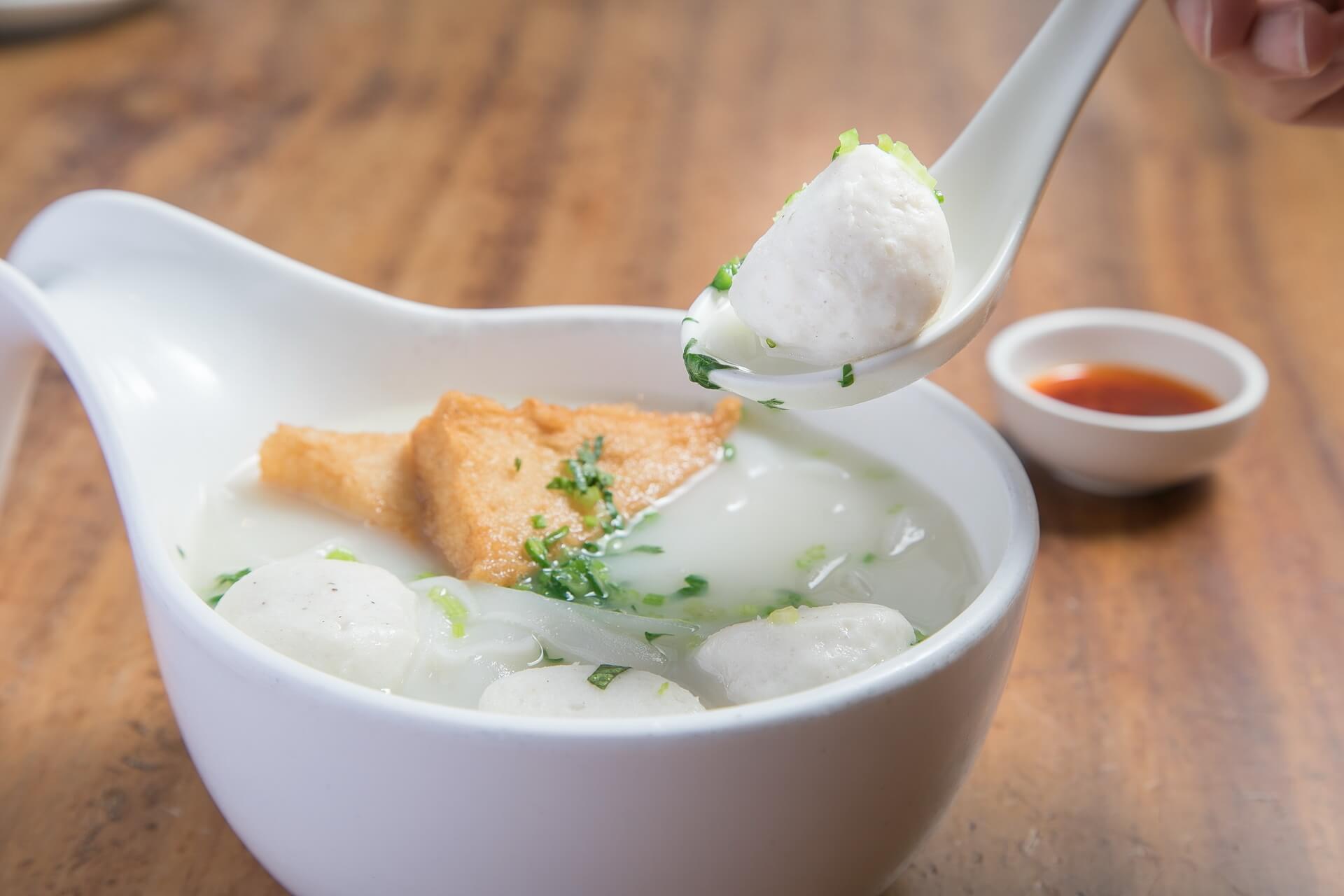 洪澤湖的野生花鰱,手工製作魚丸,央視《味道》傾心推薦的江淮名小吃,周媽帶你花式吃魚